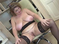 Posh mature mom with big boobs and big ass