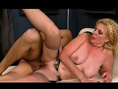 Busty milf therapist gets her pussy creampied