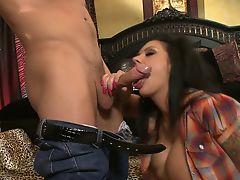 Slutty Mason Marooe haves her shaved slit swallow a giant snake