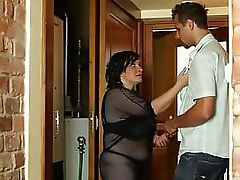 Curvy mature dickriding after oral
