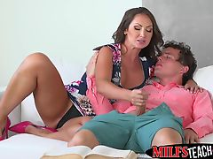 MILF and stepdaughter share Robys dick