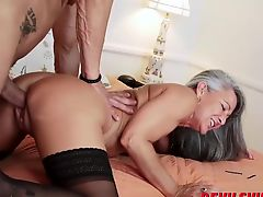 Mature lady Leilani Lei fucks like a pro