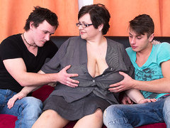 Huge Breasted Bbw Fucking Two Toy Boys At Once - MatureNL