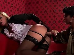 Gorgeous mature lesbo chick gets her hairless pussy toyed