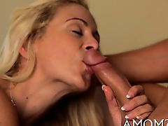 Starving pussy of mature playgirl gets hot treatment